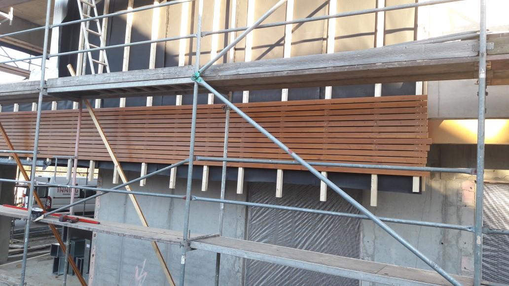 Fassadenarbeiten und Innenausbau – Firmen arbeiten Hand in Hand